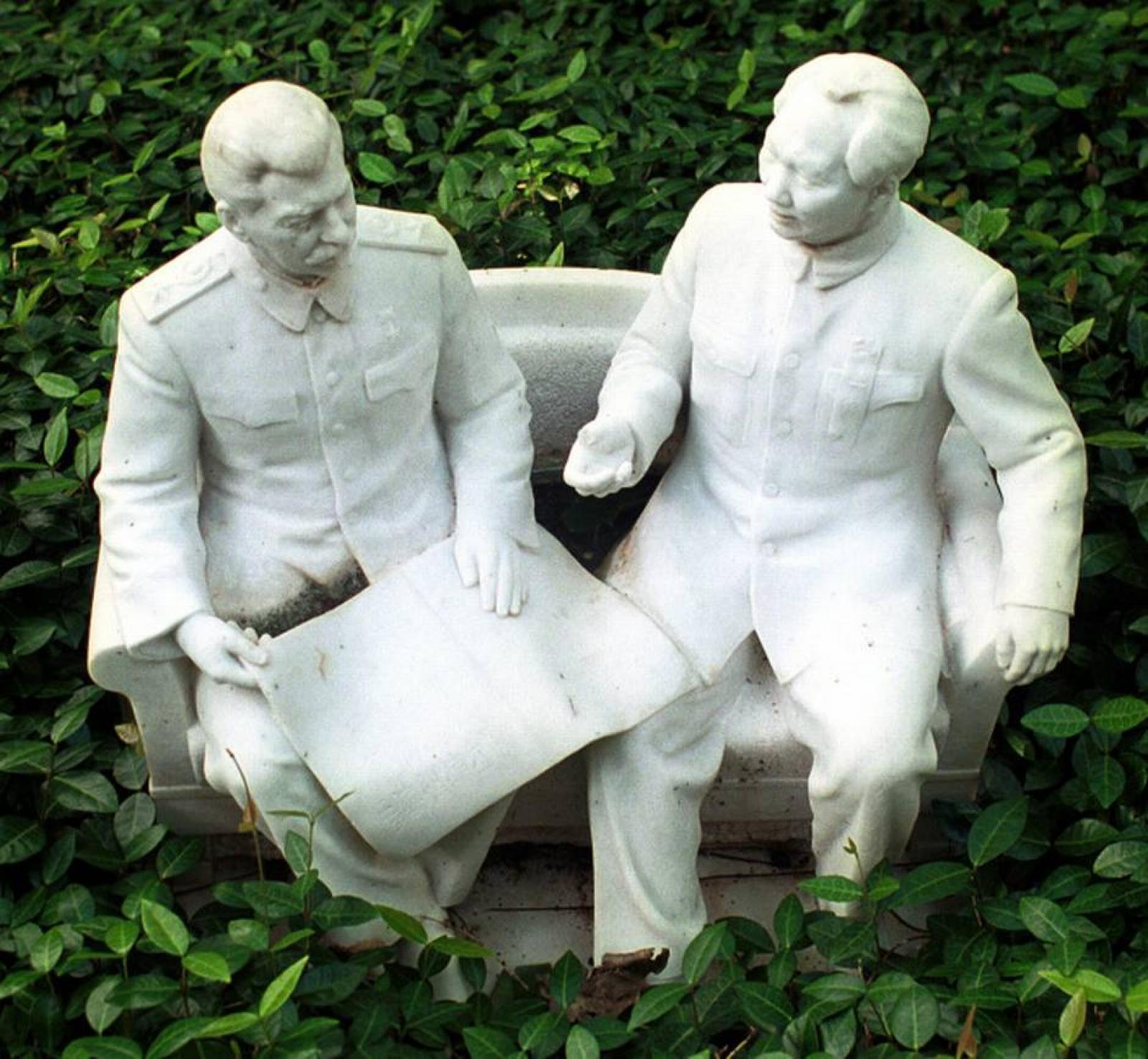 """Statues of Josef Stalin and Mao Zedong in Harlan Crow's """"Gallery of Fallen Dictators"""""""
