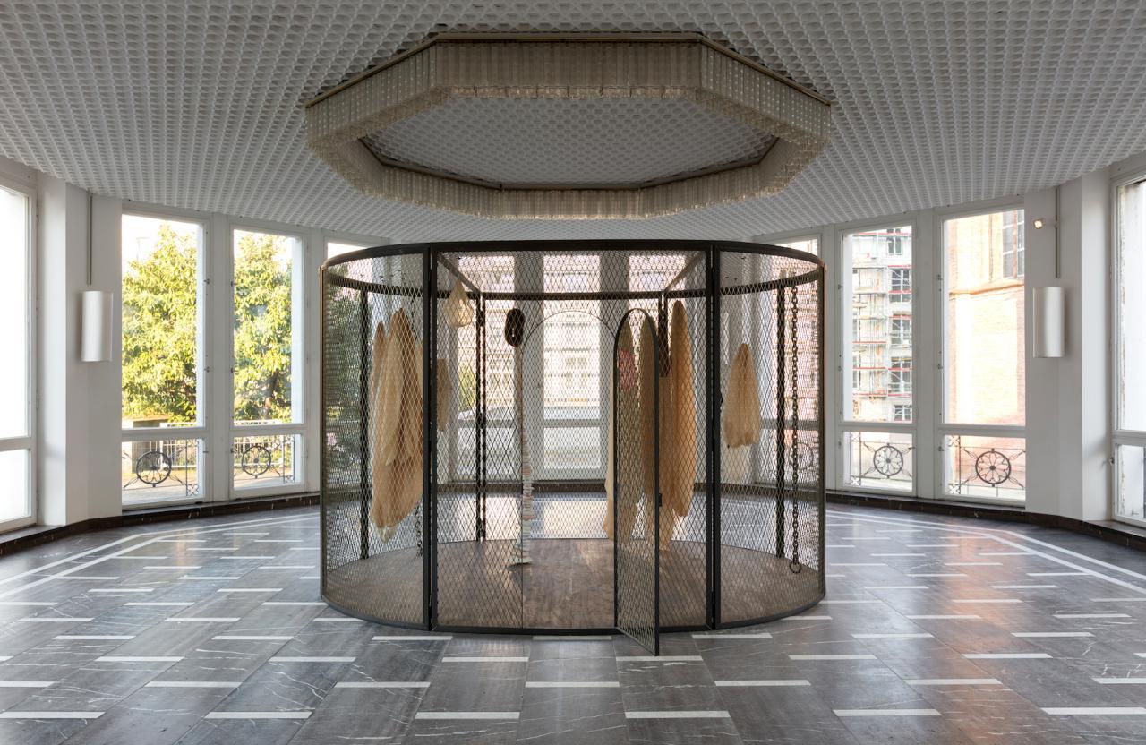 Louise Bourgeois Peaux de Lapins, Chiffons Ferrailles à Vendre (2006) © The Easton Foundation; Foto: Andrea Rossetti
