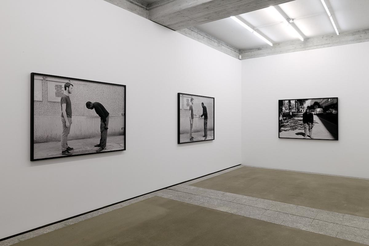 Artur Zmijewski In Between  (2018), Installationsansicht St.Gallen Courtesy the artist and Galerie Peter Kilchmann, Zürich; Photo: Sebastian Stadler