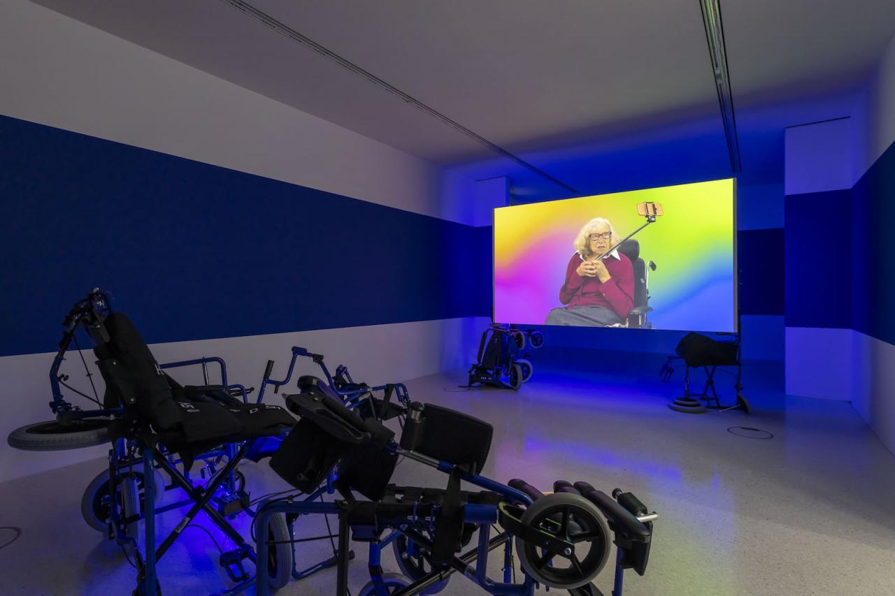 Melanie Bonajo Installation view at Westfälischer Kunstverein, 2018;Photo: Thorsten Arendt