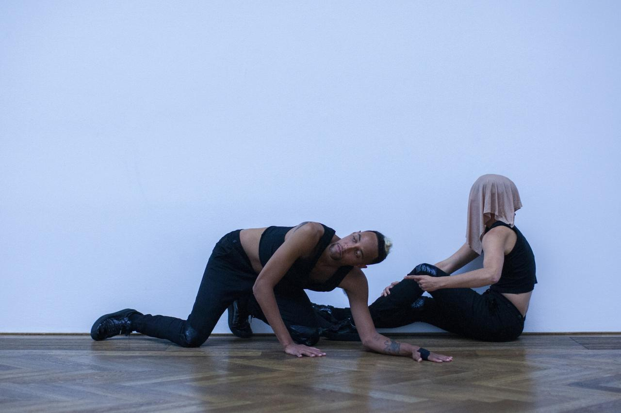 Adam Linder Service No. 5: Dare to Keep Kids Off Naturalism , Kunsthalle Basel, 2017. Performers: Leah Katz, Justin F. Kennedy, Noha Ramadan, Stephen Thompson. Photo: Nicolas Gysin / Kunsthalle Basel