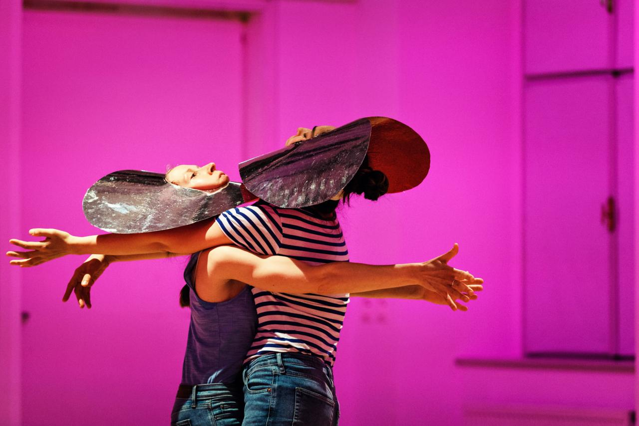 Deborah Hazler performance. Courtesy:the artist. Photo: Michel Nahabedian