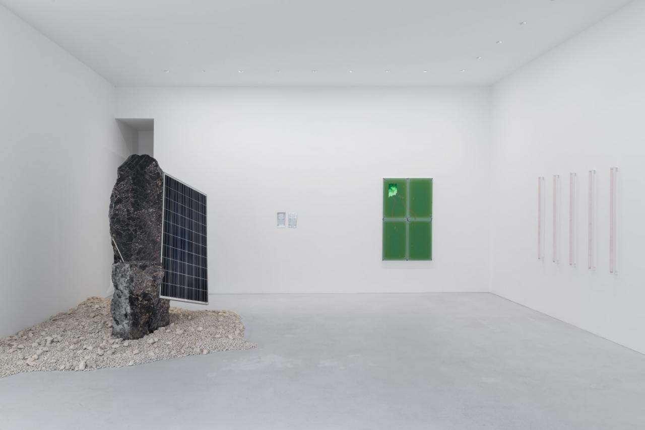 """Installation view: """"inventing the past"""" (2021) at max goelitz, Munich. Photo: Dirk Tacke"""