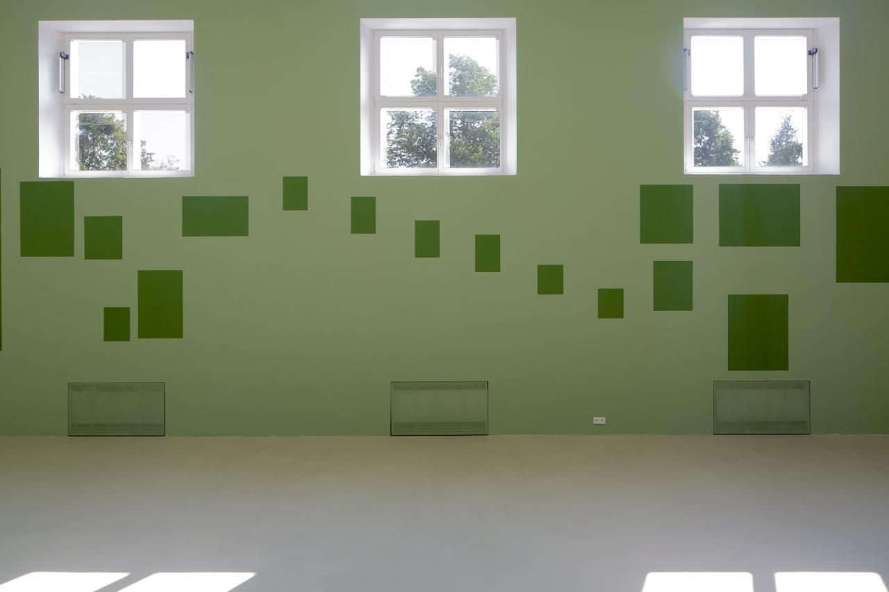 Installation view: Bea Schlingelhoff, No River to Cross, Mapping (2021). Courtesy the artist and Kunstverein München e.V. Photo: Constanza Meléndez