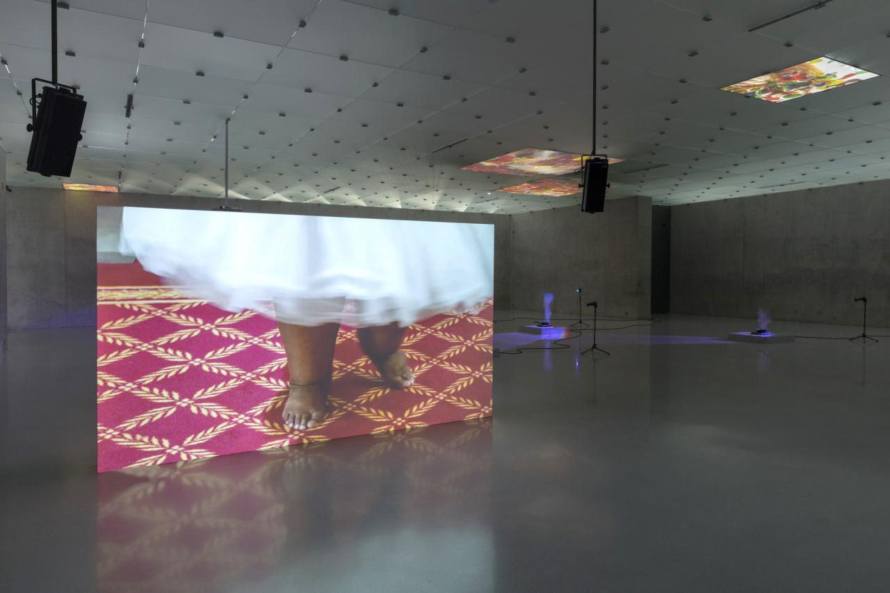 "Mika Rottenberg ""Study #4"" (2018) Zweikanal-Videoinstallation, ca 17', Maße variabel Courtesy die Künstlerin, Goldsmiths CCA, London, Mambo – Museo d'Arte Moderna di Bologna & Kunsthaus Bregenz Foto: Markus Tretter"