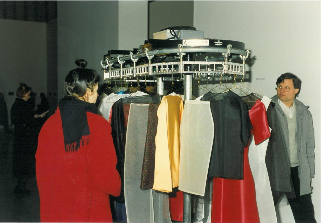 Suzan Etkin Dryclean , 1990-91  Installation view Deichtorhallen, Hamburg 1993 Photo: Angelika Leu-Barthel
