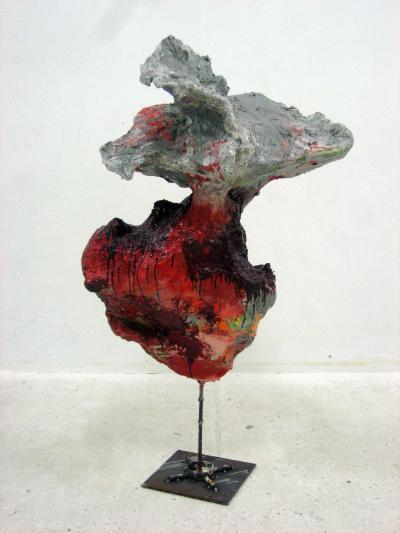 O.T. , 2007 Papiermaché,Farbe, Metall Foto: Atelier West Alle Abbildungen:Courtesy Galerie Meyer Kainer