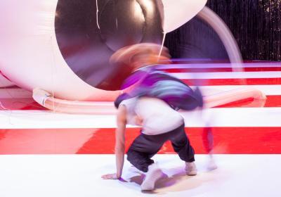 """""""Keiner findet sich schön"""", Volksbühne; © LSD/ Lenore Blievernicht; Bühne : Bert Neumann, Kostüm: Tabea Braun"""