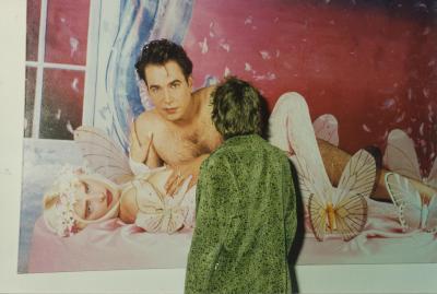 Visitor in front of Hand on Breast (1990) by Jeff Koons Deichtorhallen, Hamburg 1993 Photo:Angelika Leu-Barthel