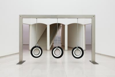 Cady Noland Publyck Sculpture (1994) Courtesy Glenstone Museum, Potomac, Maryland (US), Installation view MUSEUM MMK FÜR MODERNE KUNST, Photo: Axel Schneider