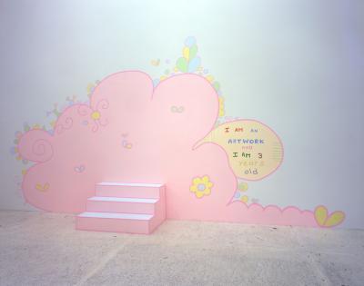 I am an artwork and I am 3 years old , 2004 Acryl auf Wand und Box Courtesy die Künstlerin und kaufmann repetto, Milan/New York