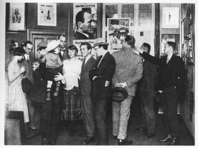 The Dadaists audience: themselves,  Berlin 1920 Opening with Hannah Höch, Otto Schmalhausen, Raoul Hausmann, John Heartfield mit Kind, Otto Burchard, Margarete und Wieland Herzfelde, Rudolf Schlichter, Ludwig Mies van der Rohe (?), Unbekannt und Johannes Baader