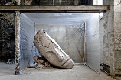 Mark Manders Dry Clay Head (2015–16)