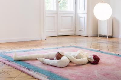 Soshiro Matsubara,  A Tale of Romance , 2020 (detail), carpet, glazed ceramics, artificial hair, fabric, wood, light sphere, Carpet: 350 × 200 cm, Sculpture ca. 20 × 130 × 90 cm, Lamp ø 28