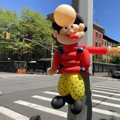 Balloon art by retired electrician Joel Klein (@bigheadballoons), Hudson Street, May 2021