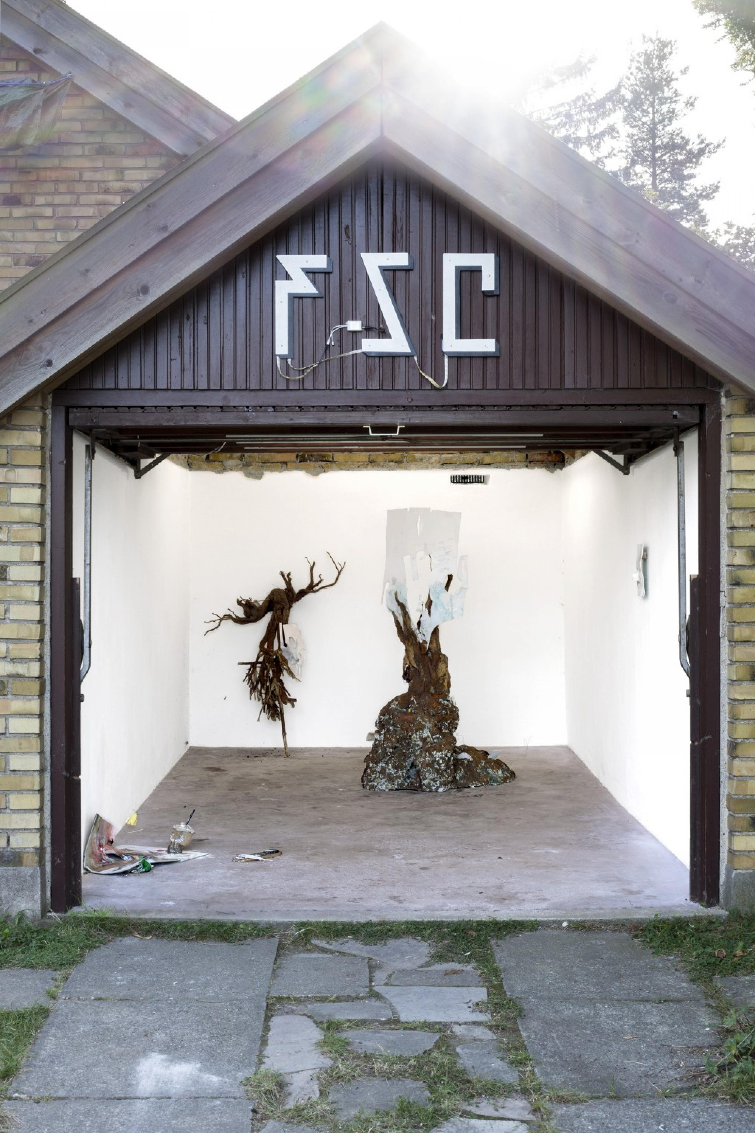 "Ivan Pérard vs Marian Luft ""Biggest Bedroom Worries (BBW)"" (2017) Exhibition view at Future Suburban Contemporary"