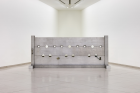 Cady Noland Tower of Terror  (1993) Courtesy Glenstone Museum, Potomac, Maryland (US), Installation view MUSEUM MMK FÜR MODERNE KUNST, Photo: Axel Schneider