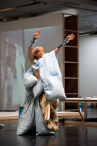 Meg Stuart performing  Blanket Lady  at ZKM Karlsruhe (2012) © Pietro Pellini